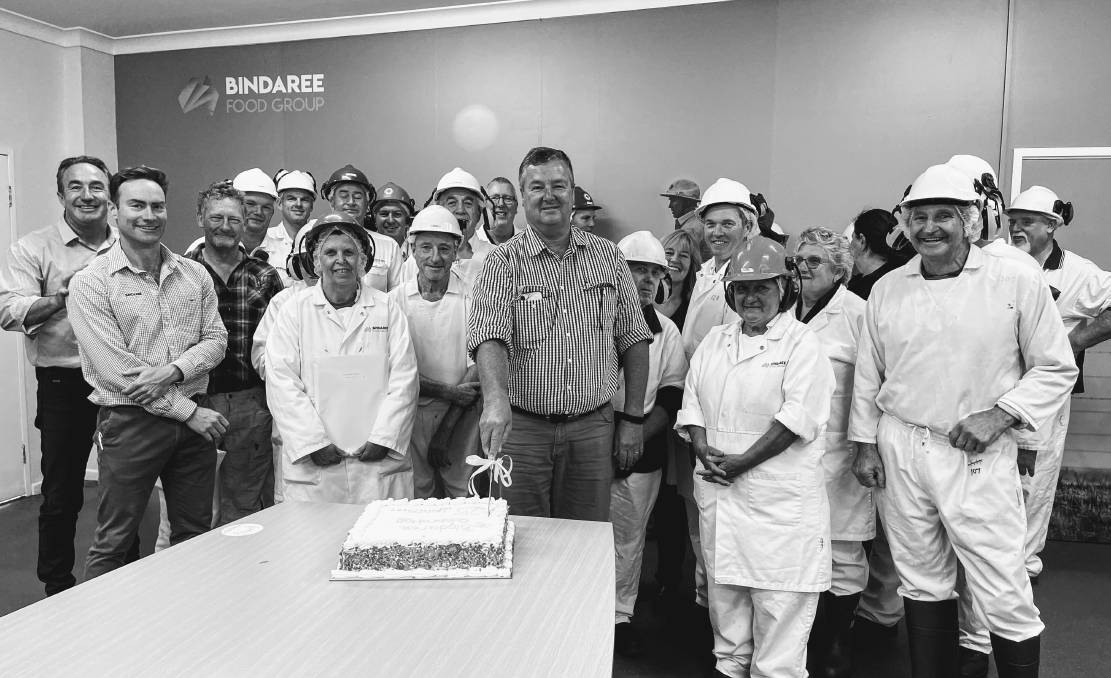 David Richards, Inverell plant manager cutting the cake. An additional 60 local people will be hired to join the Inverell team over the next quarter in a variety of skilled and unskilled roles